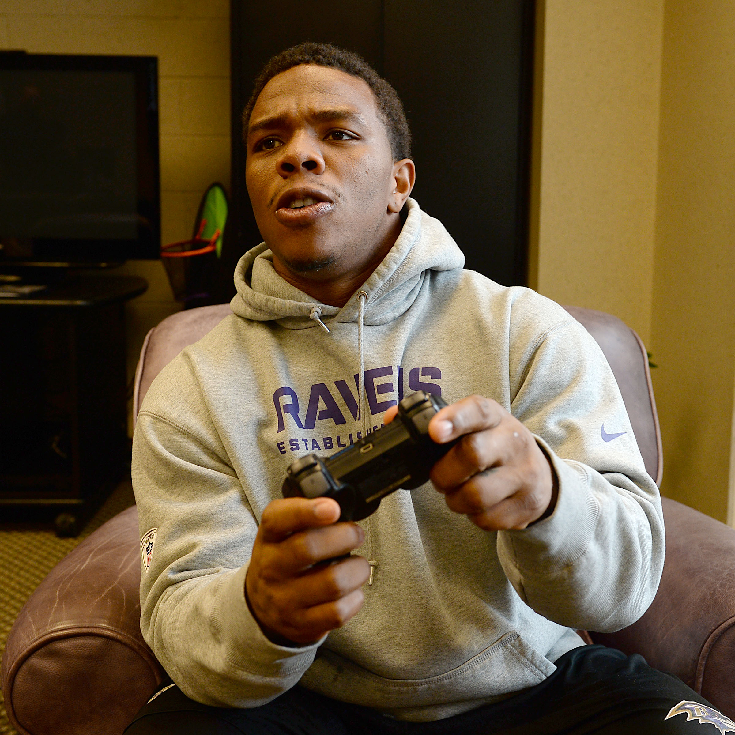 """How To Play """"Call Of Duty"""" With NFL Athletes"""