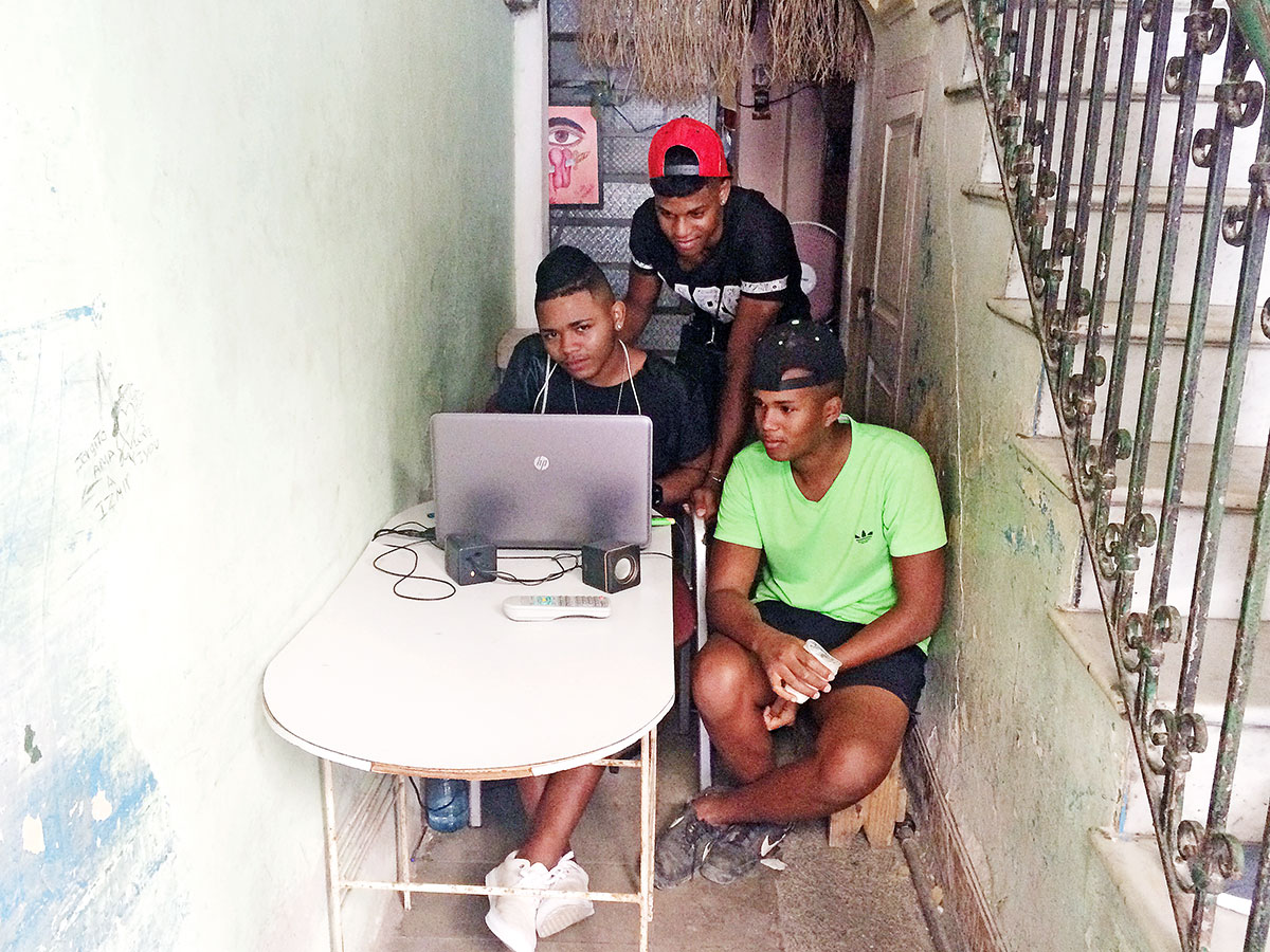 In Cuba, An Underground Network Armed With USB Drives Does The Work Of Google And YouTube