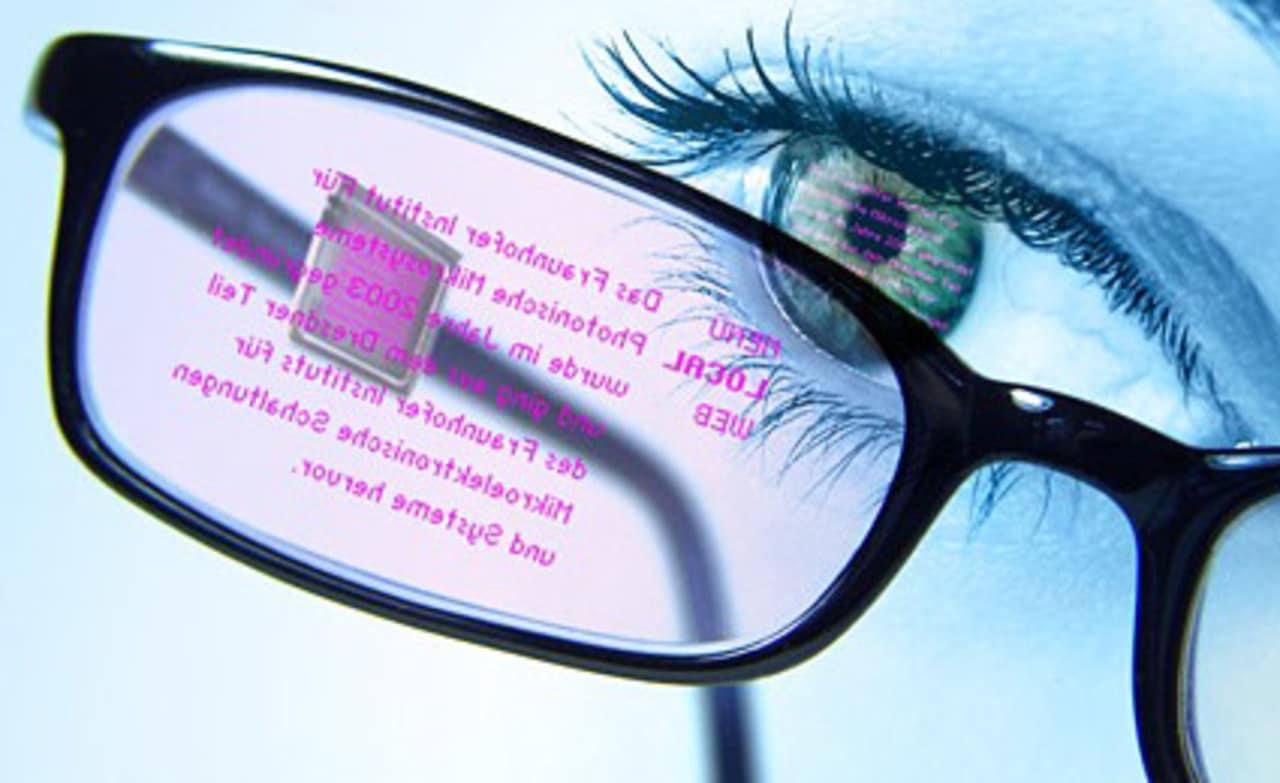 Researchers Invent Eye-Tracking Eyeglass Display, Star Trek