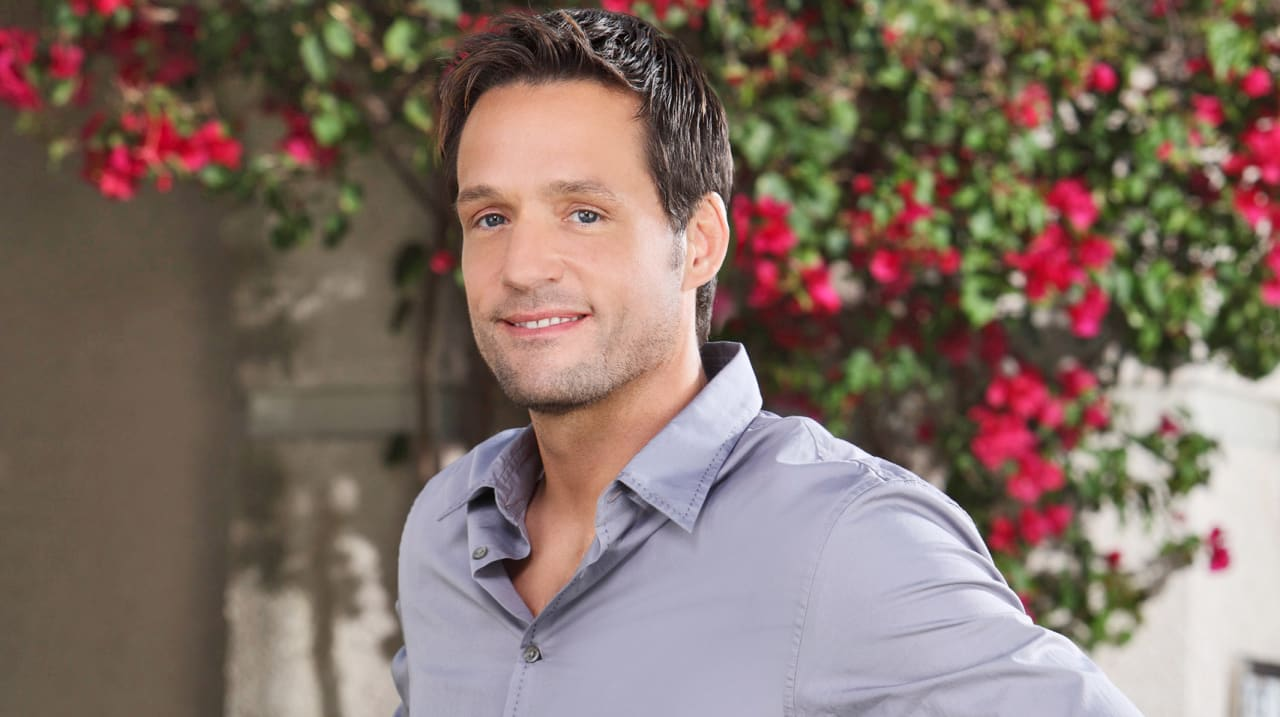 "How Josh Hopkins Became ""Cougar Town's"" Resident Troubador"
