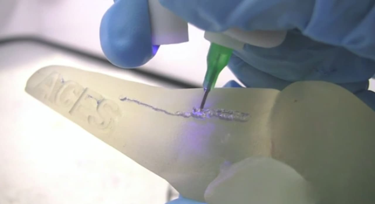This Pen 3-D Prints Live Cells On A Damaged Bone