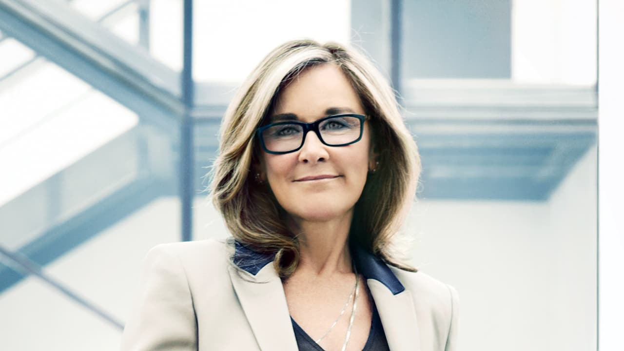 Can Apple\'s Angela Ahrendts Spark A Retail Revolution?