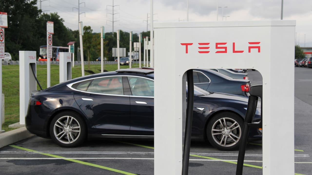 Tesla Recalls 29 000 Model S Chargers Over Fire Concerns