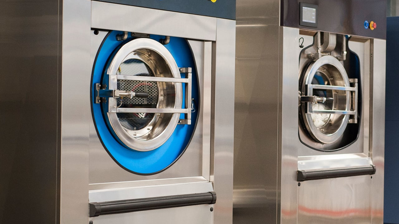 The New Dry Cleaning: This Washing Machine Uses Just A Tiny Bit Of Water