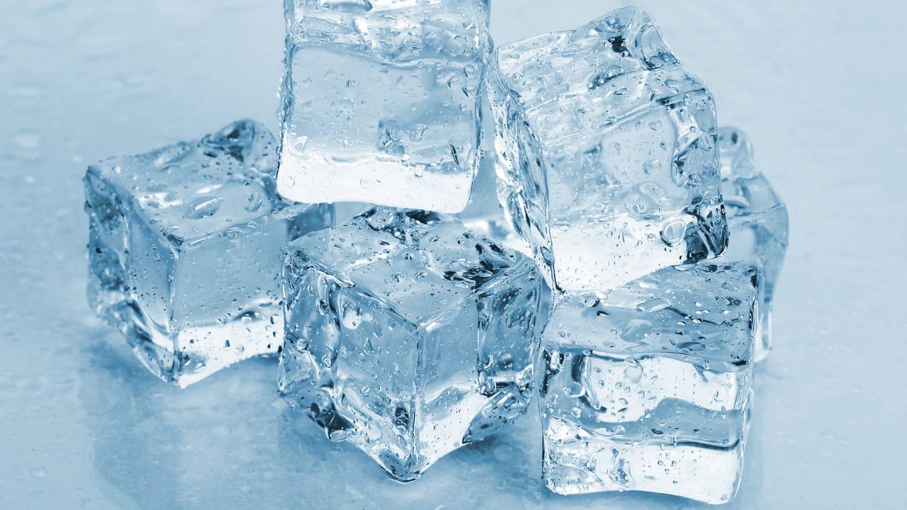 اضرار اكل الثلج على المعدة