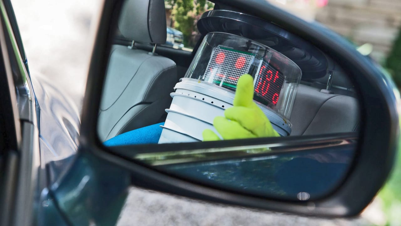 Meet the Robot That's Hitchhiking Its Way Across Canada