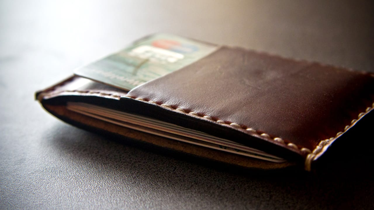 This Wallet Connects With Your Phone So You'll Never Lose Either Of Them Again