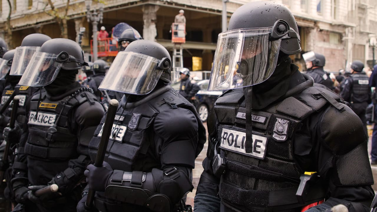 If Cops Understood Crowd Psychology They D Tone Down The