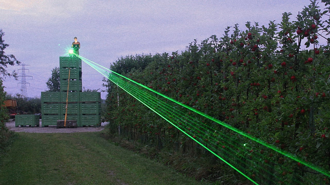 Keeping Birds Away From Runways, Oil Rigs, And Agriculture With Laser Beams