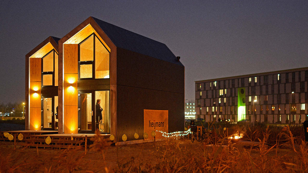 Can't Make Rent? This Beautiful Squatter's Home Can Be Built On A Vacant Lot In A Day
