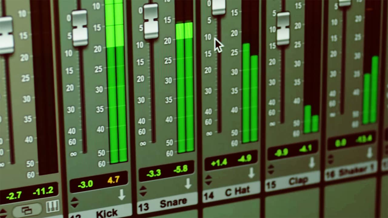 Stop Pirating Pro Tools: Here Comes A Free Version Of The Audio Editin