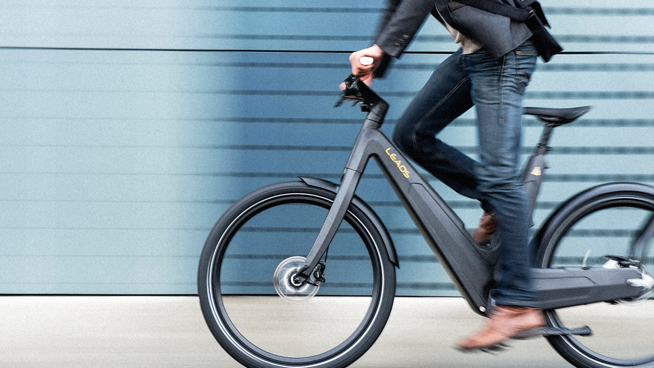 This Sleek Electric Bike Runs On Solar Power, So You Never Need To Plug It In