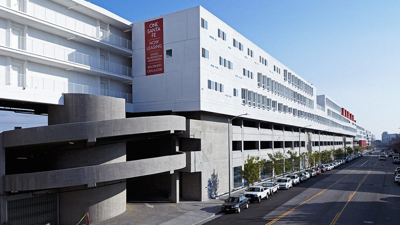 L A S Longest Building Fits An Entire Neighborhood Under