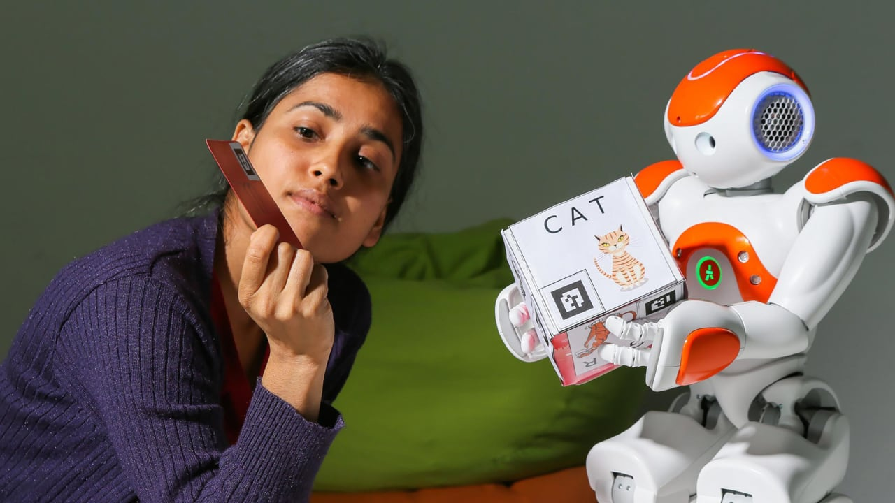 This Little Handwriting Robot Helps Kids Learn By Letting Them Be Teachers