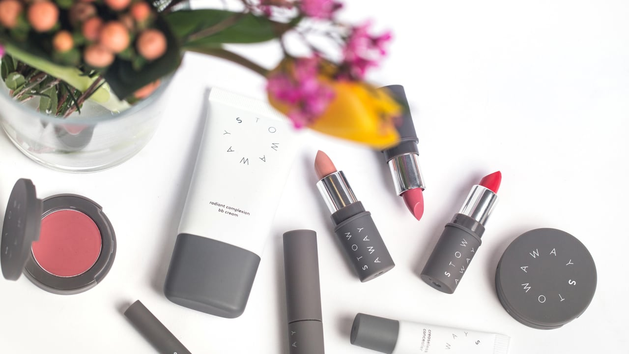 cosmetics industry The cosmetics or beauty products industry, globally, is one sector which remains impervious to the ups and downs overall sales are affected in the event of an economic downturn however, one can count on the sales of cosmetics to maintain a certain volume overall.