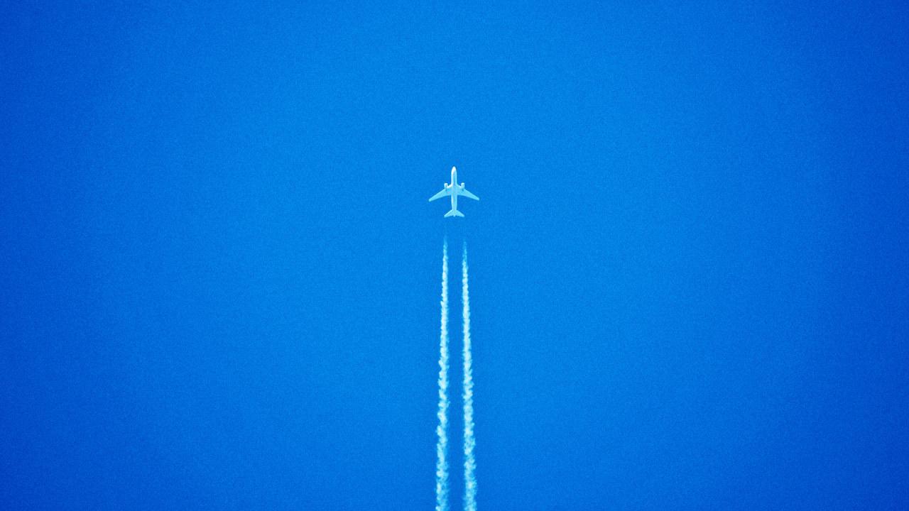 How Flight Tracking Apps Work: Volunteers