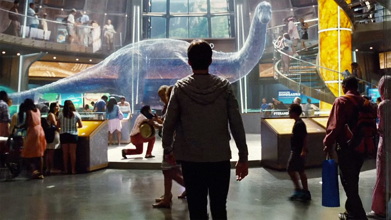 """Chris Pratt Will Be Using Samsung Tech to Stop Dinosaurs From Eating People In """"Jurassic World"""""""