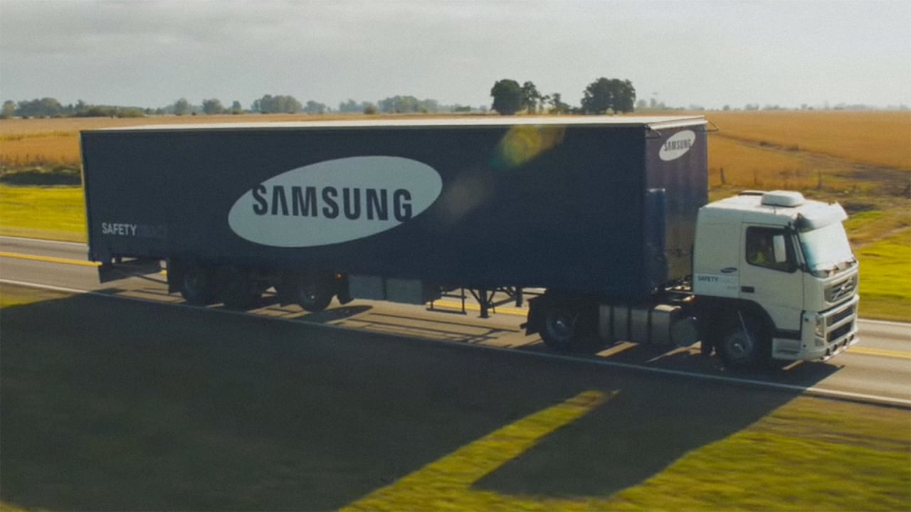 Samsungs Safety Truck Uses Video Technology To Tell Drivers When It - Samsung safety truck shows the road ahead so cars can safely pass