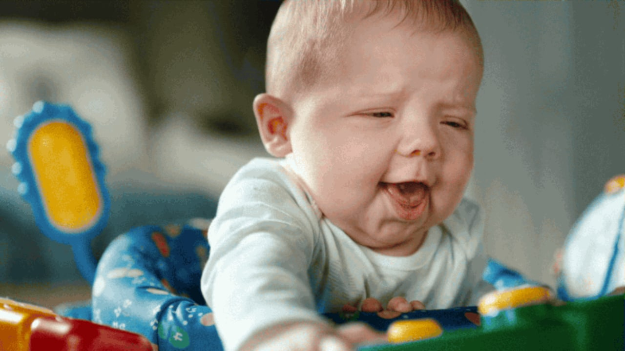 """This Pampers Ad Captures Defecating Babies' """"Poo Faces"""" In All Their Slo-Mo Glory"""