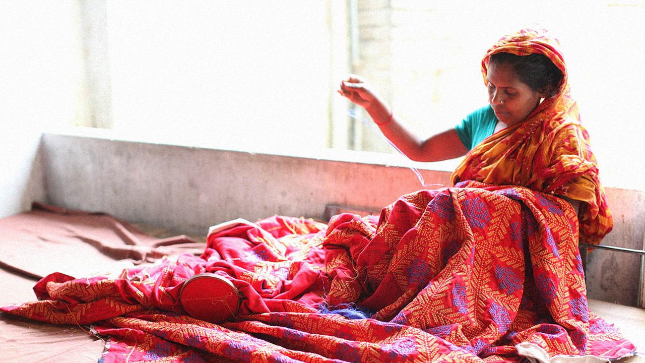 punk princess zandra rhodes embraces fair trade fashion. Black Bedroom Furniture Sets. Home Design Ideas