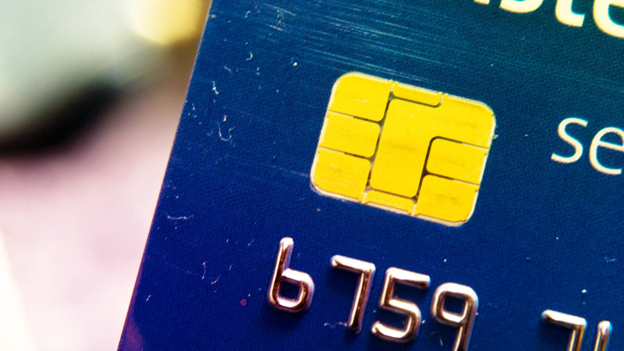 The new chip equipped credit cards safer and for now more confusin reheart Images