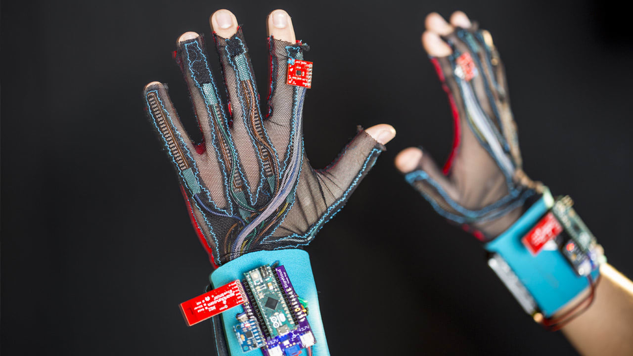 These Students Built A Glove That Translates Sign Language
