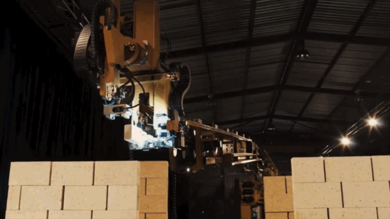 This Bricklaying Robot Can Build Low-Cost Houses In Two Days