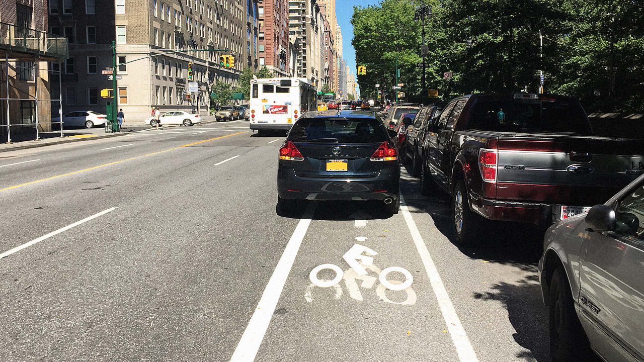 In New York, Now You Can Report Cars Blocking The Bike Lane To The Cit
