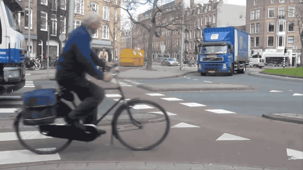 This Video Shows How The Netherlands' Amazing Bike-Friendly Roads Work