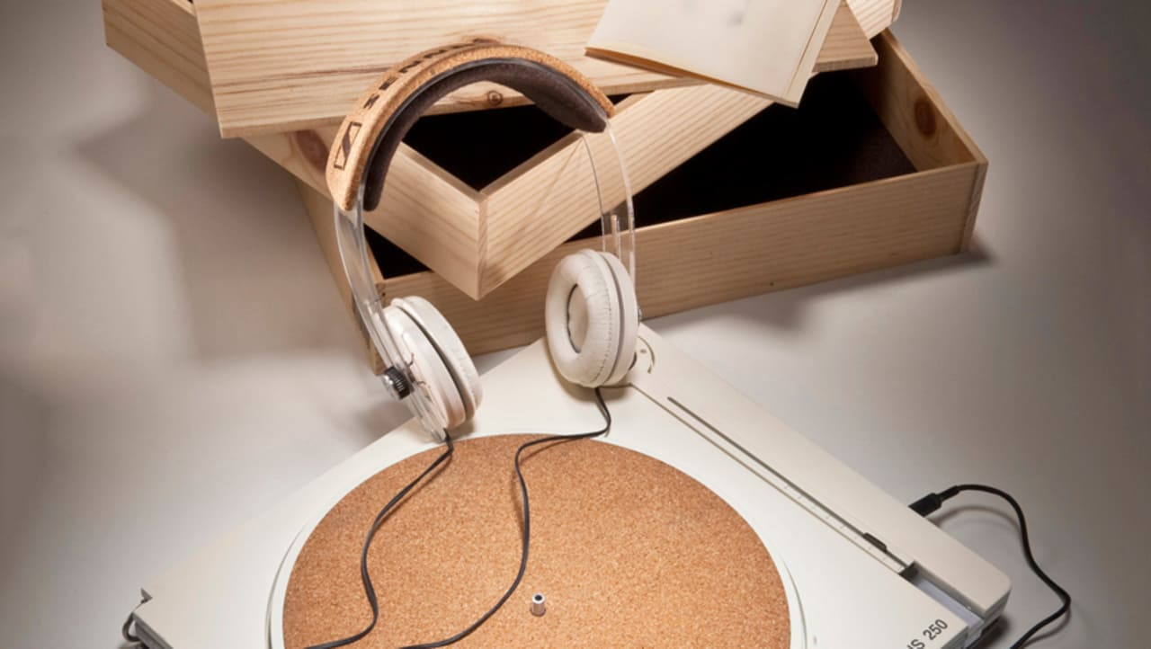 for sennheiser a turntable made of recyclable parts. Black Bedroom Furniture Sets. Home Design Ideas