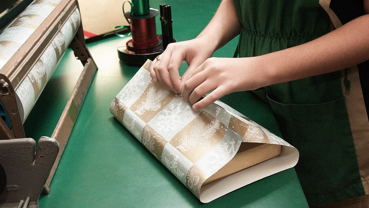 Secrets of a professional gift wrapper negle Images