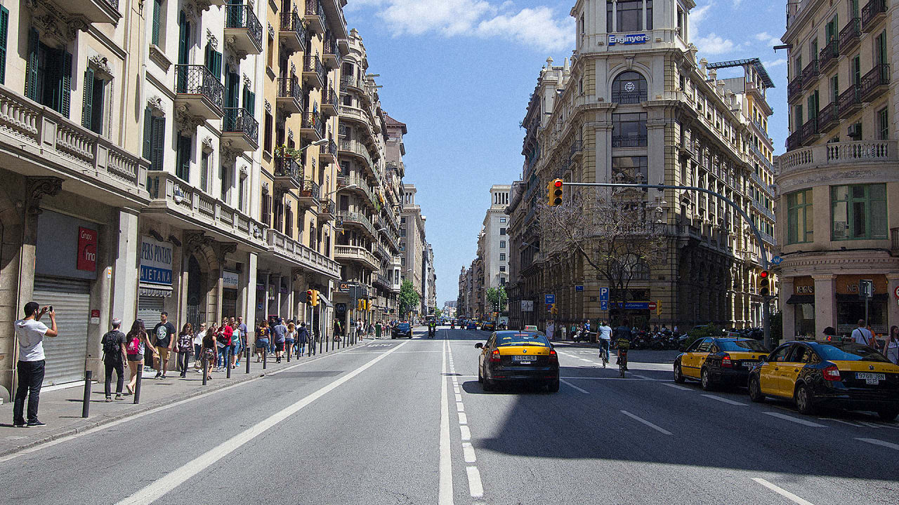 Barcelona Bans Old Cars From The City's Streets