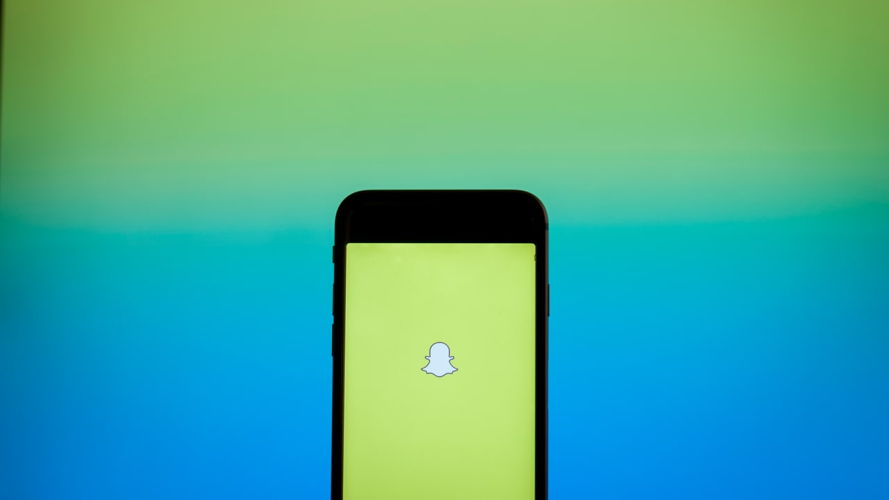 """Snapchat memories 2017: Here's how to see your """"year in review"""" story"""