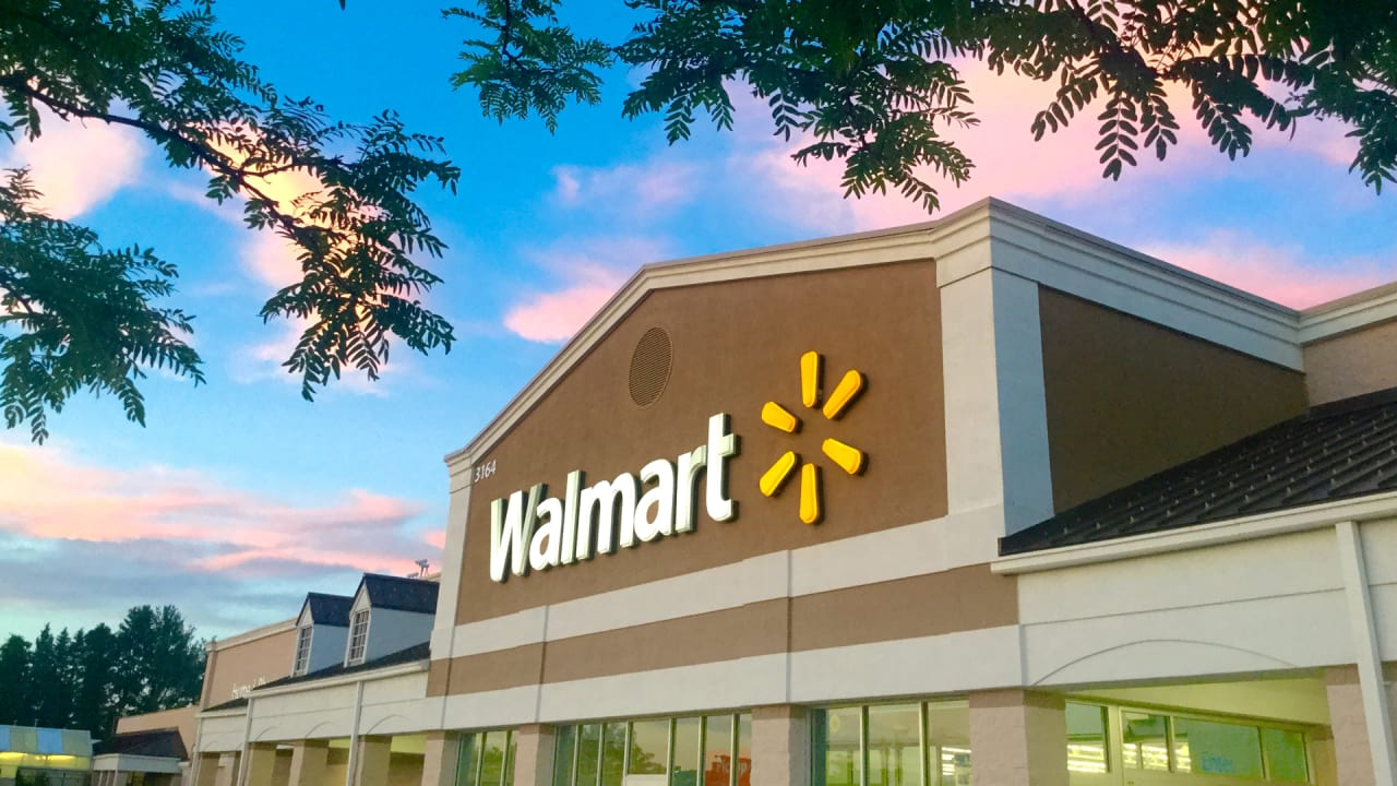 Walmart just raised its minimum wage and is offering $1,000 bonuses