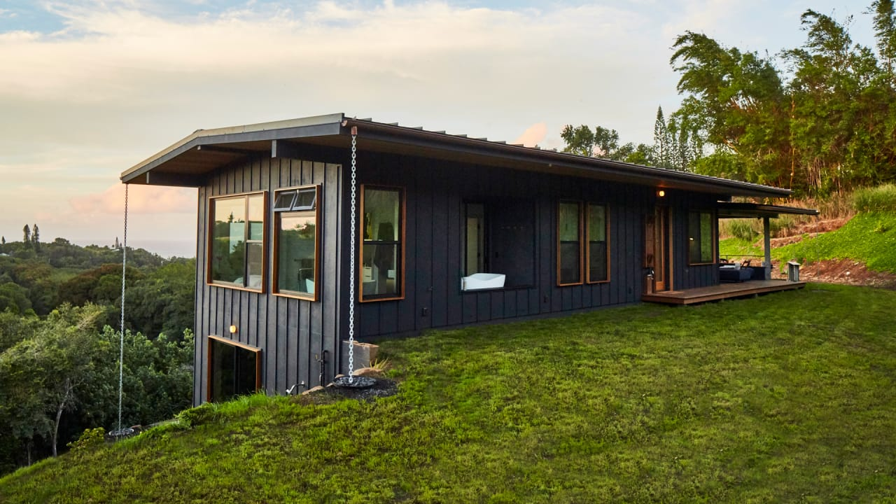 This Small Off Grid House Fits All You Need For A Very Comfortable Li