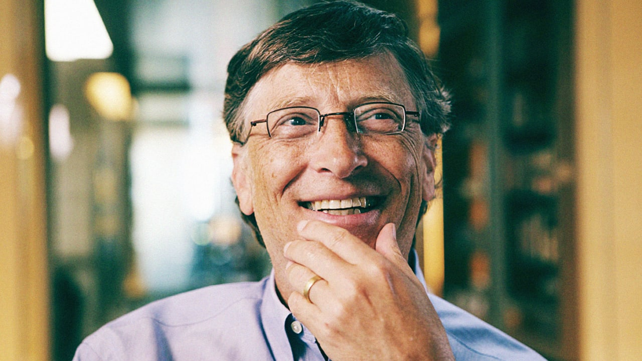 a biography of bill gates cofounder of the microsoft corporation October 28, 1955 bill gates, co-founder and ceo of microsoft corporation born bill gates developed a version of basic for the altair 8800 while a student at harvard with the success of basic, he and co-developer paul allen founded microsoft.
