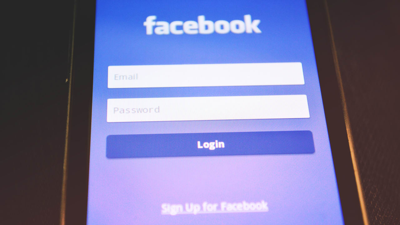 FACEBOOK CRISIS 24 Drop In User Time Spent