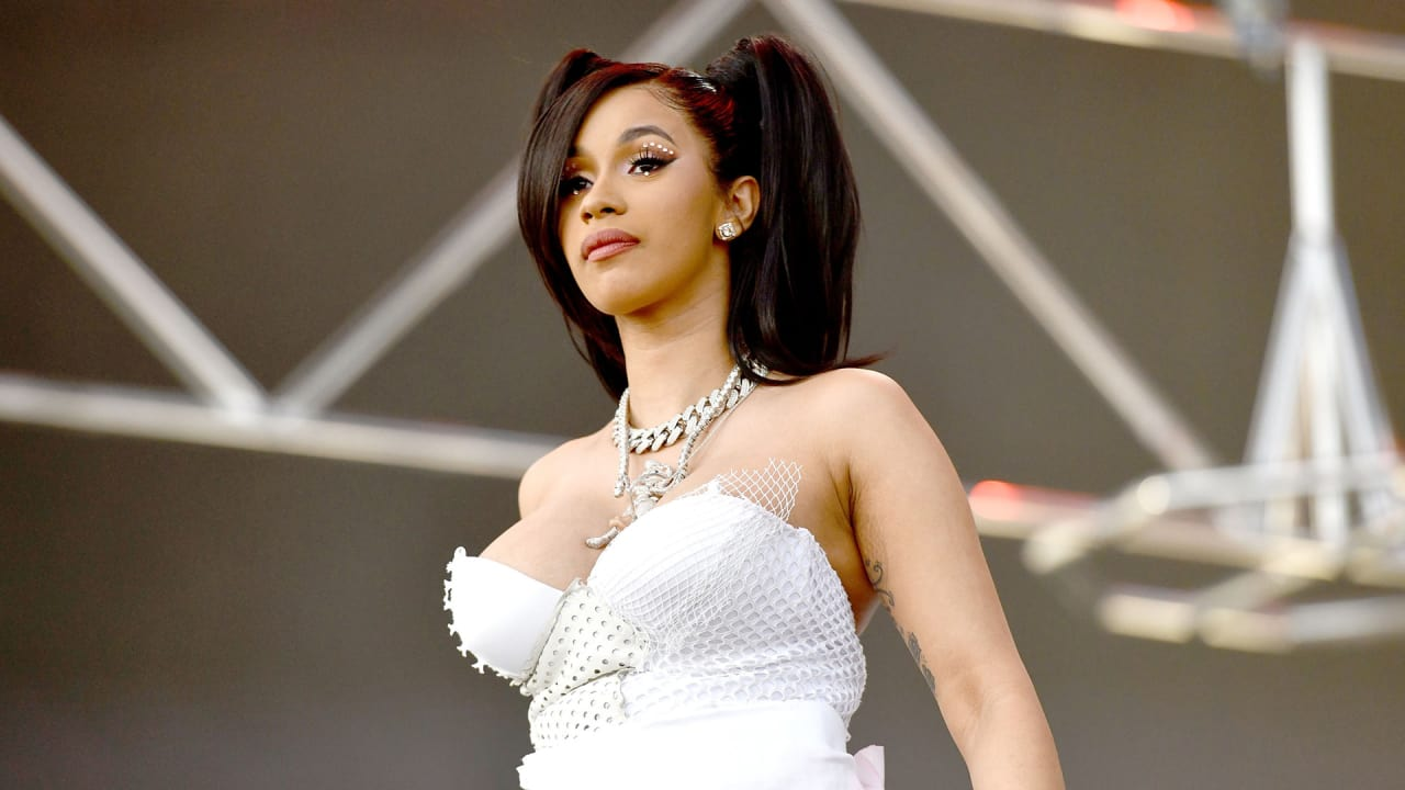 "Cardi B Pretty: ""Cardi B Is Right""–Bernie Sanders"