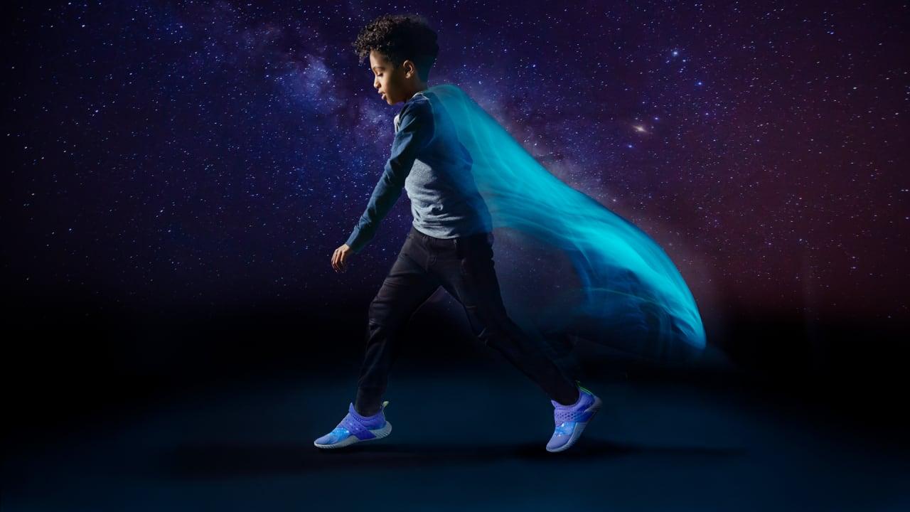No pretencioso Persona a cargo del juego deportivo Una vez más  This Ex-Nike Designer's Sneakers Turn Kids Into Their Own Superheroes