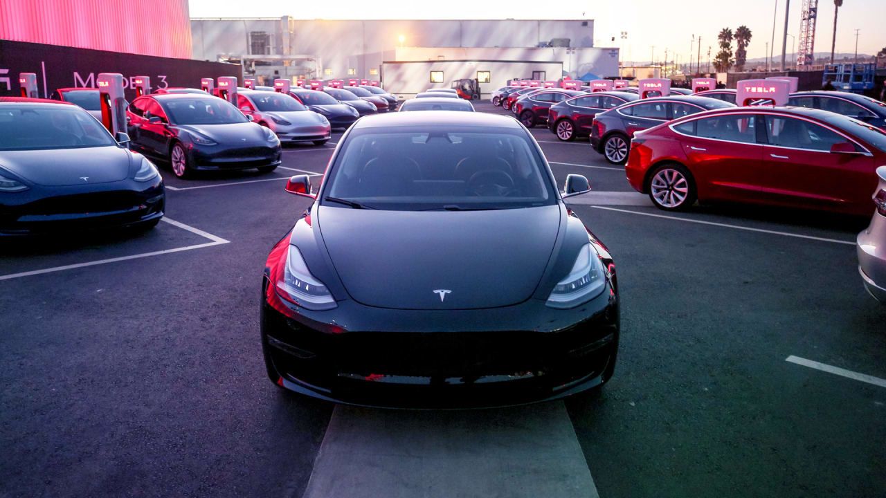 Elon Musk says you won't be able to order the $35K Model 3