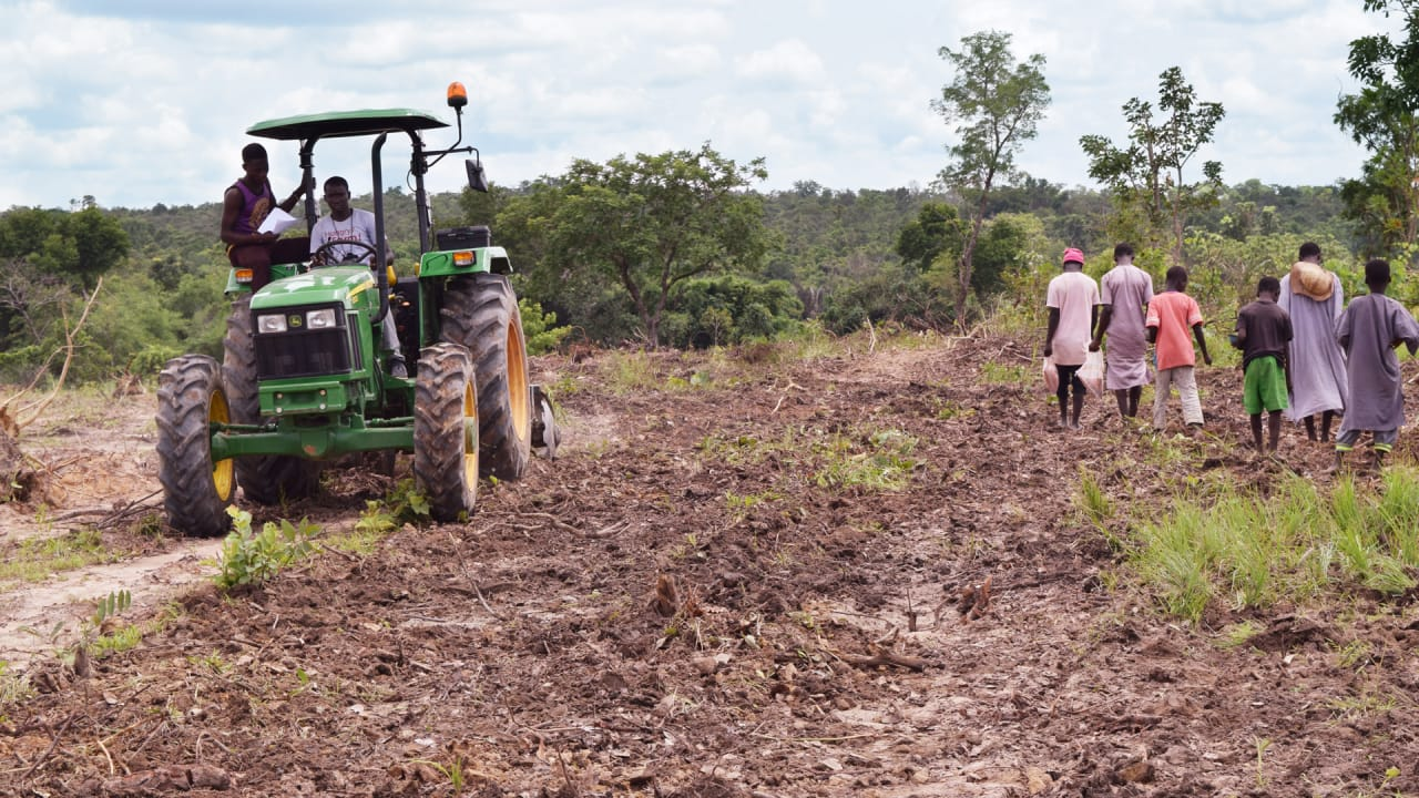 Hello Tractor and John Deere bring 10,000 tractors to Africa
