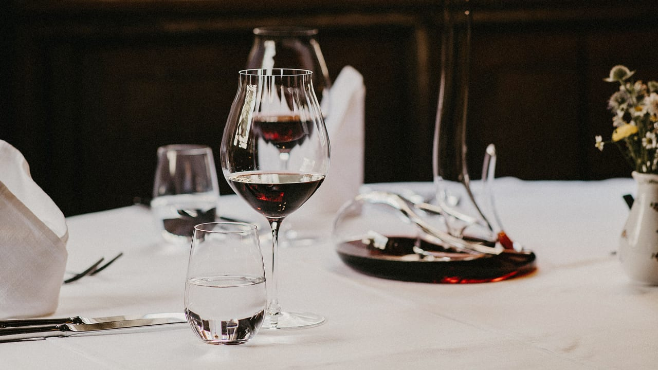 Stand Down Skeptics: Wineglass Shape Really Does Matter