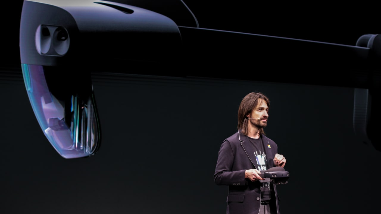 Microsoft's HoloLens 2 mixed-reality headset looks promising