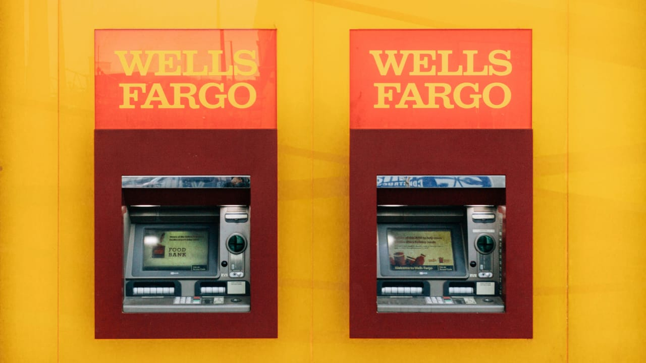 Wells Fargo banking outage enrages customers, ruins mornings