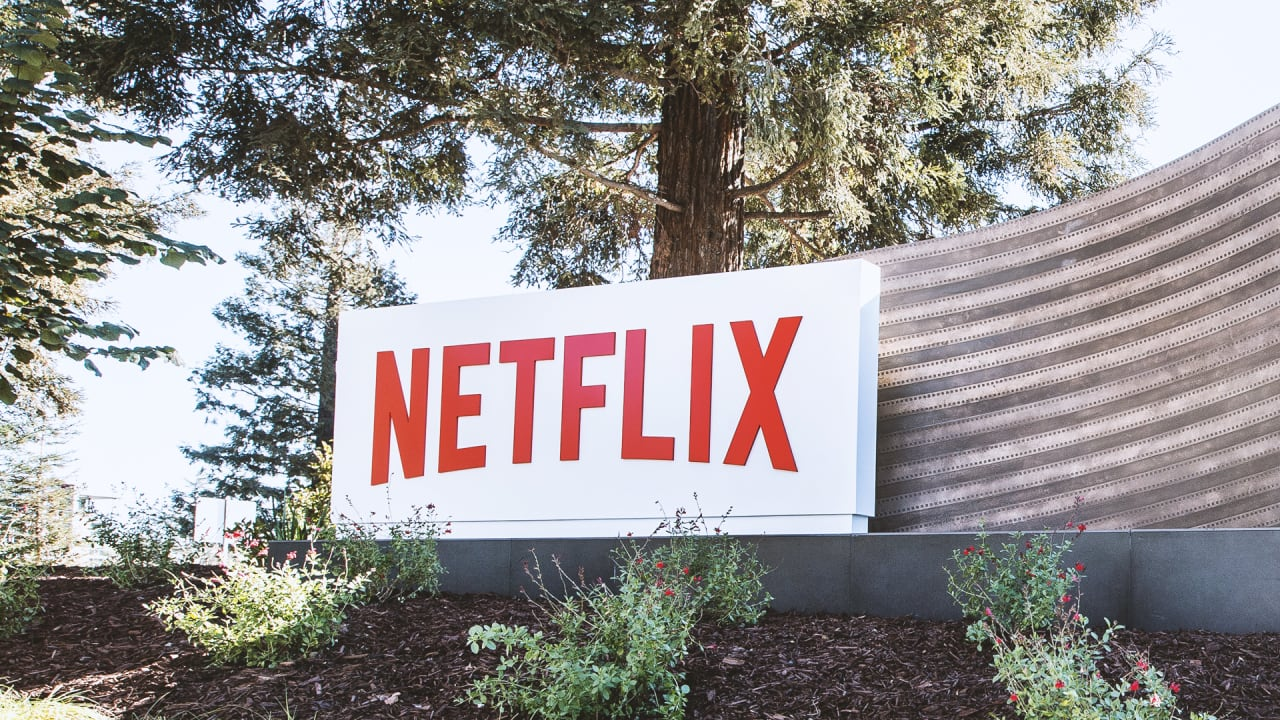 netflix earnings  guidance causes stock to sink despite beat