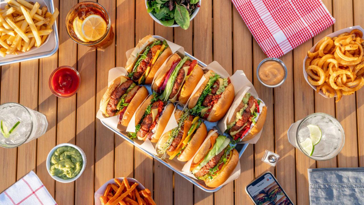 Veggie Alternatives At Brat Fest >> We Tried Lightlife S New Hamburgers And Sausages At A Vegan Bbq