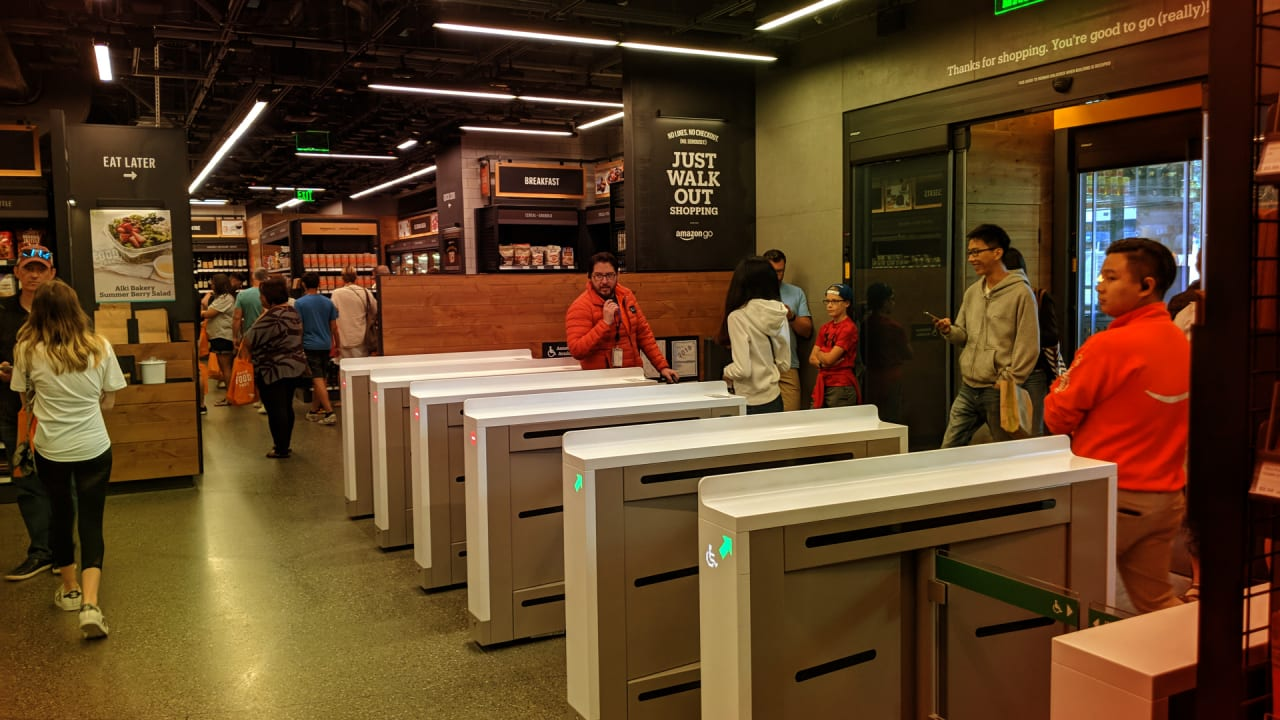amazon opens its first go store in nyc and the first that accepts cas