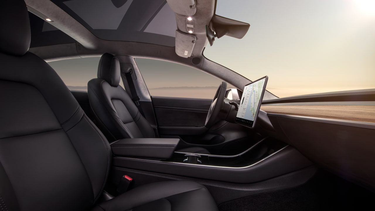 Tesla's 'Auto-pilot' mode demonstrates how branding can become a UX danger thumbnail