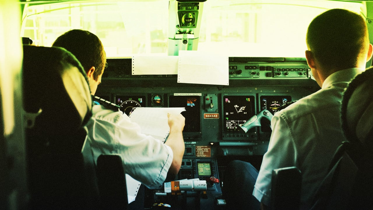 To improve air safety, let pilots nap in the cockpit