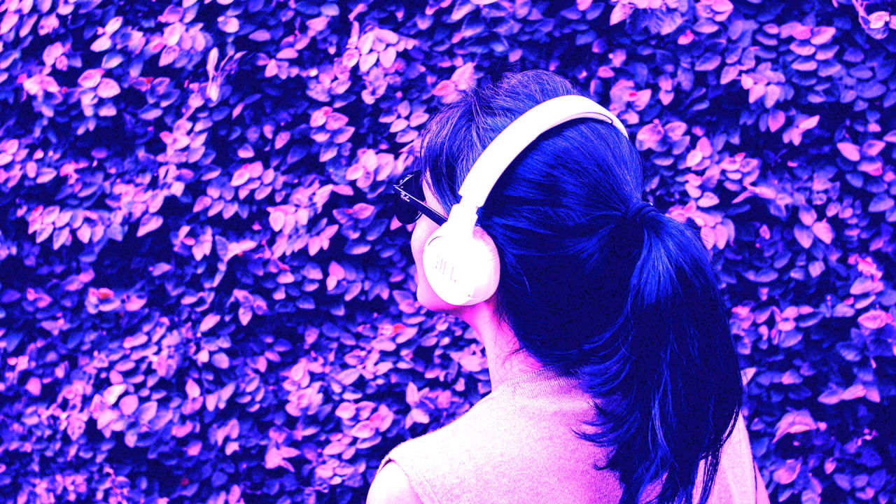 These 6 podcasts will make you smarter